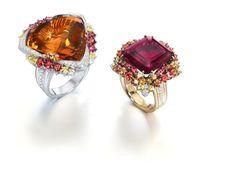 Selección de joyas, pendientes y anillos de oro y diamantes. Anillos de gemas y oro blanco, combiando con oro blanco o amarillo.