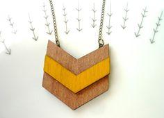 Ketten lang - Geometrisch ▲ Chevron Pfeil Holz Anhänger Kette - ein Designerstück von MiMaMeise bei DaWanda