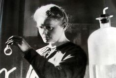 Marie Curie risikerte livet for vitenskapen Nobel Prize In Chemistry, Nobel Prize In Physics, Online Quizzes, Fun Quizzes, Most Viral Videos, Marie Curie, Stem Science, Political Science, Paranormal Romance