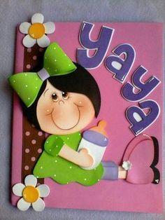 más y más manualidades: Muchas ideas para forrar cuadernos con foamy o goma eva #gomaevamanualidades Foam Crafts, Preschool Crafts, Diy And Crafts, Crafts For Kids, Arts And Crafts, Altered Composition Books, Birthday Souvenir, Cottage Crafts, Baby Shawer