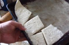 Hardtack is a great survival food because it's cheap, easy to make and never goes bad. Watch this video tutorial to learn how to make hardtack. Survival Life, Survival Food, Outdoor Survival, Survival Prepping, Survival Skills, Urban Survival, Doomsday Prepping, Survival Stuff, Emergency Food