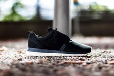 nike roshe run nm barkroot black