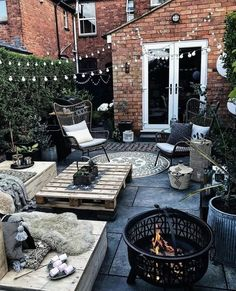 Here are the 65 perfect backyard makeup designs for your new home 2019 page 2 - Terrasse Backyard Patio Designs, Backyard Landscaping, Small Backyard Patio, Backyard Ideas, Back Gardens, Outdoor Gardens, Small Courtyard Gardens, Courtyard Ideas, Balkon Design