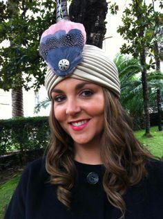 Invitada con el turbante Copacabana de Naranjas Con Tocados