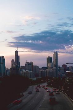 IL – Chicago, Cook county, Illinois, USA. A view towards the north along S. Lake Shore Dr. (US Highway 41). The tallest building on the left is the Willis Tower at 233 S. Wacker Dr. & W. Jackson Blvd. The view is from the pedestrian bridge between McCormick Place convention center and McCormick Place Lakeside Center. https://www.google.ca/maps/place/41%C2%B051%2708.0%22N+87%C2%B036%2748.0%22W/@41.8650993,-87.6388966,14z/data=!4m5!3m4!1s0x0:0x0!8m2!3d41.8522222!4d-87.6133333