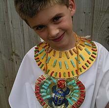 Photo showing a boy wearing a make and do Ancient Egyptian outfit with bead collar and scarab necklace. Egyptian Diy Costume, Egyptian Fancy Dress, Kids Costumes Boys, Boy Costumes, Egypt Crafts, Ed Infantil, Egyptian Mummies, Ancient Egypt For Kids, Ancient Art