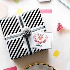 Etiqueta de navidad personalizada con un reno. Reno, Kit, Gift Wrapping, Ideas, Christmas Window Display, Snowflakes, Vinyls, Stickers, Presents