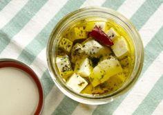 豆腐をオリーブオイルに漬けておくとカッテージチーズのようになってワインのお供にぴったりらしい!