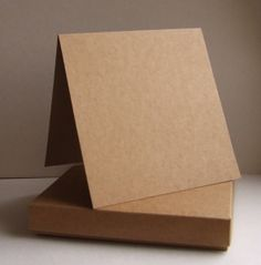 Pudełko kwadratowe wraz z bazą - brązowe