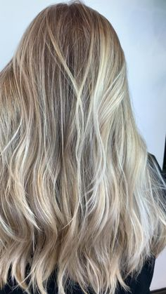 Champagne blonde balayage / deep deep roots/ summer hair color / naturally light haired girls Blonde Balayage, Blonde Highlights, Blonde Hair, Balyage Long Hair, Hair Doo, Blonde Roots, Champagne Blonde, Beachy Hair, Summer Hairstyles