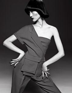 A topmodel Chinesa Lina Zhang é clicada no editorial da revista Harper's Bazaar China Abril 2013 pelo fotógrafo Yin Chao com edição de moda de Lucia Liu, cabelo por Bon Fan Zhang e make-up de ...