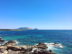 Non sarà un po' di vento a fermarci. {Bentornata a casa}. #sardegna #gallura #seaview #wind #figarolo #golfoaranci #homesweethome #beach #sea #sardinia #summer