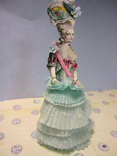 Here is a perfect sugar craft recycled project for a rainy or snowy day at home! All you nee. Quinceanera Dresses, Diy Arts And Crafts, Diy Crafts, Paper Art, Paper Crafts, Diy Craft Projects, Project Ideas, Craft Ideas, Paper Dolls Printable
