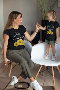 This listing is for a set, Two items are included in the order. Celebrate you and your daughter's unique sunflower t-shirt mommy-daughter sets. Mommy And Me Shirt, Mommy And Me Outfits, Dad To Be Shirts, Cute Shirts, Sunflower Clothing, Sunflower Shirt, Sunflower Party, Everyday Casual Outfits, Trendy Summer Outfits