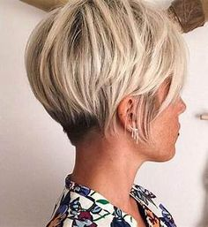 62 Popular Short Hairstyles for Fine Thin Hair (+ 3 Tips for CRAZY Volume) 62 Amazing Short Hairstyles for Thin Hair - Fine Hair on Top / Crown Area? No Problem! These haircuts are the must if you have a typical female pattern baldness Popular Short Hairstyles, Cute Short Haircuts, Thin Hair Haircuts, Short Bob Hairstyles, Hairstyles Haircuts, Cool Hairstyles, Pixie Haircuts, Layered Haircuts, Trendy Haircuts