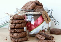 Cookies s čokoládou Nemůžu s jistotou tvrdit, že jsou to ty nejlepší cookies, jaké jsem kdy jedla. Ale výborné a jednoduché na přípravu opravdu jsou. Místo čokolády do nich můžete přidat prakticky jakékoliv ořechy a kakao v těstě vynechat. Obdob je opět mnoho. #cookiesrecept #cokoladovecookies