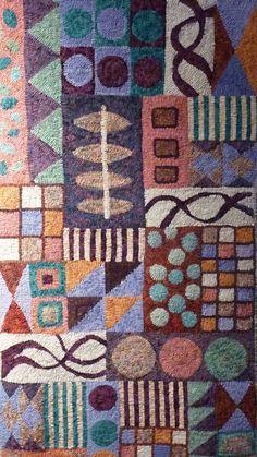 '.geometric hooked rug'