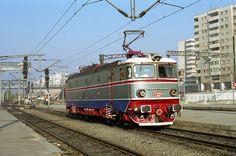Explore Yves Locomot's photos on Flickr. Yves Locomot has uploaded 3431 photos to Flickr. Electric Locomotive, Diesel Locomotive, Third Rail, Electric Train, Energy Storage, Train Tracks, Transportation, Engineering, Urban