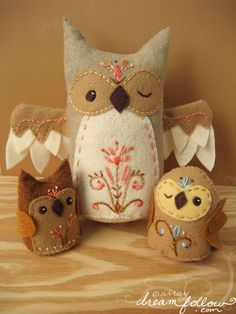 Felt mama owl and baby owls via maple nettle and twig   Flickr - Photo Sharing!