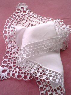 Jest już następna chusteczka z szydełkową koronką. Crochet Edging Patterns, Crochet Lace Edging, Crochet Borders, Filet Crochet, Crochet Designs, Knit Crochet, Crochet Newborn Blanket, Lace Centerpieces, Crochet Symbols