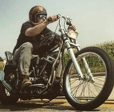 Harley Davidson India, Harley Davidson Motorcycles, Harley Bobber, Chopper Motorcycle, Custom Harleys, Custom Bikes, Bobber Style, Road King Classic, Bike Photo