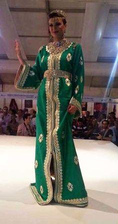 voilà mes dames et Mademoiselle une conception pour les femmes et les filles qui convoitent avoir un caftan marocain luxueux, prestigieux, qui porte des énormes international, en effet aujourd'hui on a un caftan marocain 2015...
