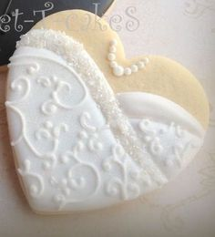 bride and groom wedding cookies-- cute idea, ready to customize for brides gown & his tie/colors Fancy Cookies, Heart Cookies, Iced Cookies, Cute Cookies, Cupcake Cookies, Sugar Cookies, Food Wedding Favors, Wedding Sweets, Wedding Cakes