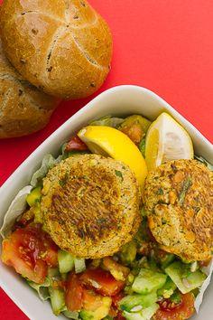 Нахутени бургери с окара Vegan Dinners, Eggs, Breakfast, Recipes, Food, Meal, Egg, Eten, Recipies