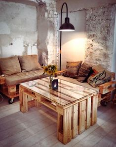 DIY Wooden Pallet Furniture Ideas That Illustrates Us The Fun Part of Recycling - Phenomenica Wooden Pallet Furniture, Pallet Sofa, Recycled Furniture, Wooden Pallets, Diy Furniture, Recycled Pallets, Diy Pallet Projects, Decoration, Home Decor