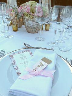 Detalle de minuta y mesero diseño BWE. #minuta #mesero #invitacionboda #bodas…
