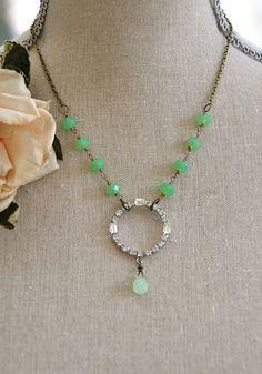 Illuminating green. Vintage rhinestone necklace.