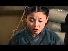 [2010년 사극 레전드] 동이 Dong Yi 게둬라와 짜고 게둬라부 감시 피해 집에 가려는 동이 - YouTube Dong Yi, Hoop Earrings, Earrings