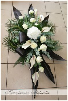 Diy Flower Arrangements For Funeral, Rose Arrangements, Funeral Flowers, Memorial Flowers, Cemetery Flowers, Sympathy Flowers, Arte Floral, Floral Centerpieces, Flower Bouquet Wedding