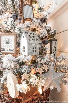 A Farmhouse Style Christmas Tree | Simply Beautiful By Angela Pretty Christmas Trees, Flocked Christmas Trees, Woodland Christmas, Rustic Christmas, Christmas Home, Christmas Manger, Natural Christmas, Christmas Christmas, Christmas Tree Decorating Tips