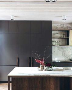modern minimal dark and white marble kitchen, # marble kitchen … Industrial Style Kitchen, Industrial Interior Design, Modern Kitchen Design, Interior Design Kitchen, Kitchen Contemporary, Industrial Chic, Contemporary Interior, Luxury Interior, Kitchen Designs