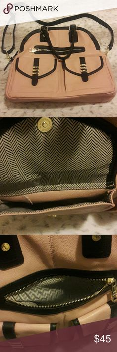 Steve Madden Handag Steve Madden handbag in light pink with black lining. Has multiple compartments as seen in pictures. Bag was seldom used, so it is like new. No signs of wear and tear. Steve Madden Bags