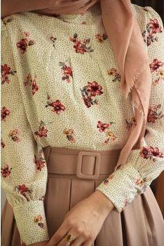 From Vintage Wardrobe 1 - Bkn Medya Modest Fashion Hijab, Modern Hijab Fashion, Muslim Fashion, Modest Outfits, Fashion Wear, Skirt Fashion, Trendy Fashion, Fashion Dresses, Modele Hijab