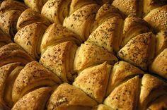 česnekové trojúhelníky od EVA - (Czech) Garlic Triangles from EVA Bread Recipes, Cooking Recipes, Salty Foods, Garlic Bread, Dessert Recipes, Desserts, Sweet And Salty, How To Make Bread, Food And Drink