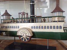 Vale do Café - Cultura não tem fronteiras. Homenagem aos niteroienses e cariocas. Miniatura da primeira Barca que inaugurou a travessia Rio - Niteroi da Compania Ferry em Junho de 1862. Eram luxuosas e versáteis, as embarcações  transportavam passageiros, cargas e até Carruagens.