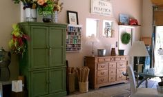 Garage organizing - Before & AfterGarage organizing tips. From clutter to creative studio!