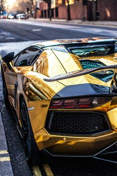 Imported luxury sports cars are longed for by many car buyers and collectors. The US is one of the many countries who love to import luxury vehicles like sports cars. Lamborghini Aventador Roadster, Ferrari, Gold Lamborghini, Carros Porsche, Porsche 911 Gt3, Porsche Carrera, Fast Sports Cars, Luxury Sports Cars, Bugatti Veyron