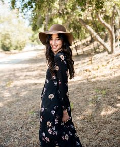 Fall bucket list: A stroll through freshly fallen leaves, a bright new makeup look and floral-inspired fashion. Mary Kay, Fall Trends, Beauty Trends, Beautiful Outfits, Makeup Looks, Fallen Leaves, Bohemian, Style Inspiration, Chic