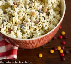 Holiday White Chocolate Popcorn #popcorn from That Skinny Chick Can Bake