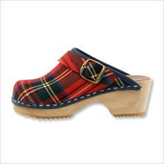 Clog Slip-On in Scottish Tartan. Uppers are of a fine fabric and an alder wood orthopedic foot base. Including a moveable heel strap for kids safety. Mode Tartan, Tartan Plaid, Cute Shoes, Me Too Shoes, Tweed, Winter Typ, Tartan Fashion, Shoe Boots, Shoe Bag