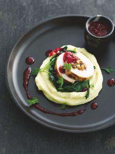 Opgerolde kalkoenfilet met verse spinazie http://njam.tv/recepten/opgerolde-kalkoenfilet-met-verse-spinazie