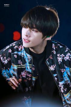 190505 Speak yourself tour at the Rose Bowl Daegu, Foto Bts, Taekook, K Pop, Jimin, V Bts Wallpaper, Hip Hop, Kim Taehyung, I Love Bts