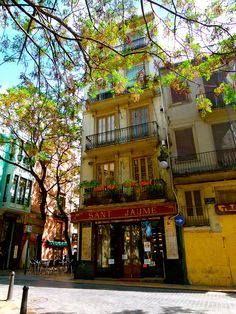 Carmen quarter - Barrio del Carmen  Stroll around and know the heart of #Valencia that is full of bars, restaurants and impressive nightlife.  The River Hostel is only 5 minutes from here!   www.riverhostelvalencia.com  @Turismo en España - Tourism in Spain @Valencia Tourism