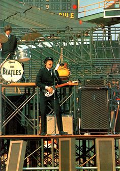 The Beatles live - Ringo and John