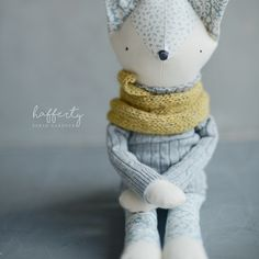 {Hafferty} Designed, handcrafted and photographed by Sarah Gardner Doll Toys, Pet Toys, Kids Toys, Muñeca Diy, Handmade Soft Toys, Diy Gifts For Kids, Fabric Animals, Fabric Toys, Cat Doll