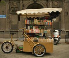 Librairie Pantoute ....I would be so happy to be the one riding this bike.